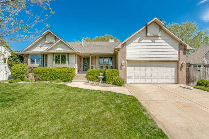220 DOGWOOD CT, Andover, KS 67002