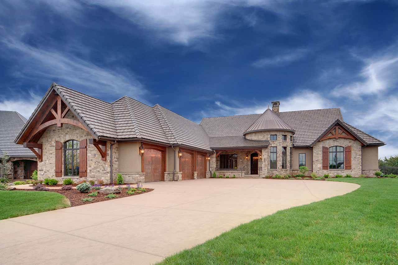 10623 E Glengate Cir, Wichita, KS 67206