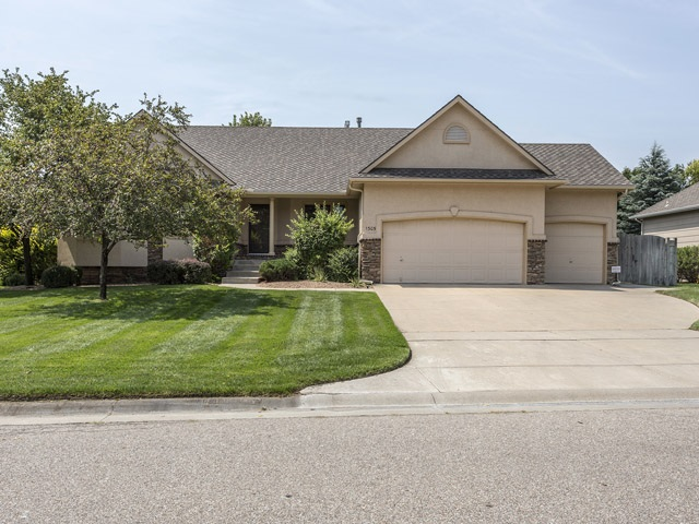 1305 N Hickory Creek Ct, Wichita, KS 67235