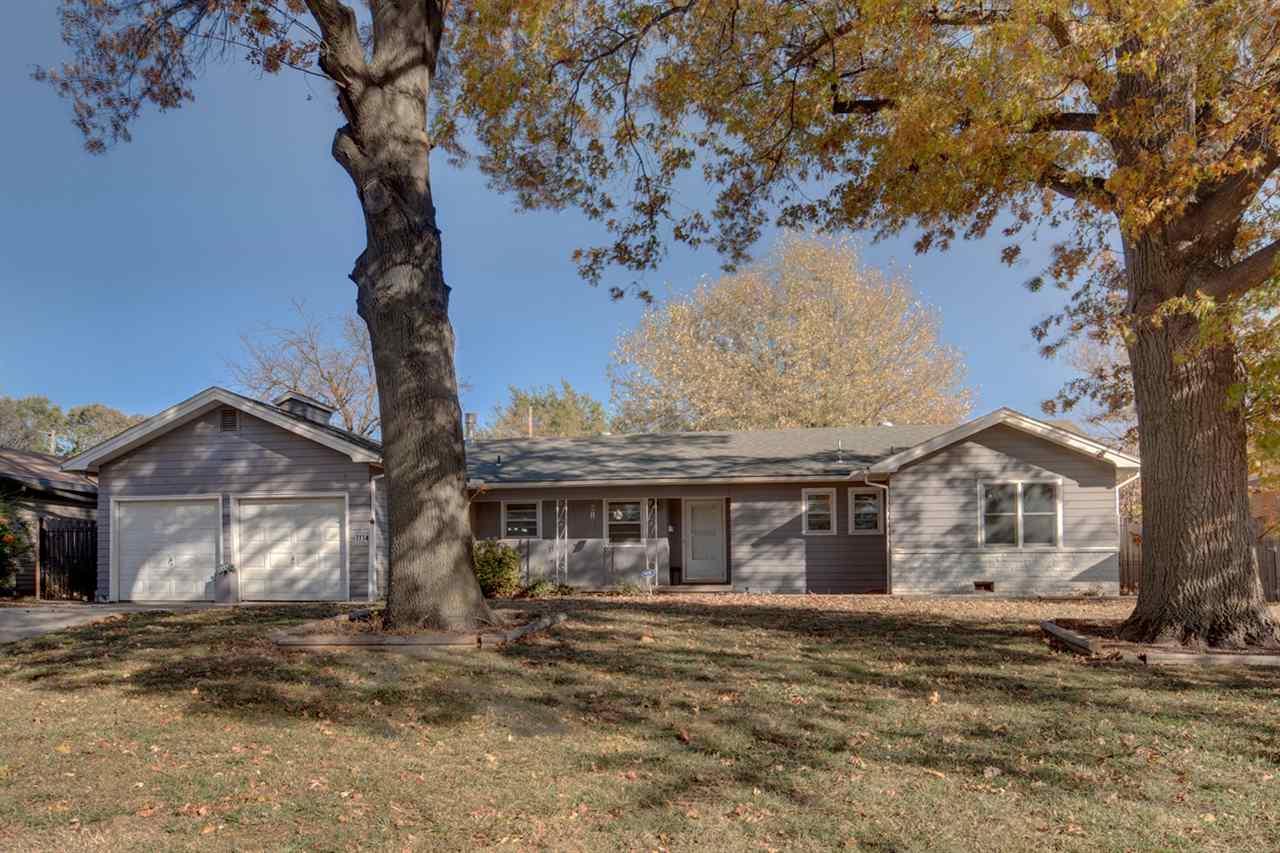 1114 N Old Manor Rd, Wichita, KS 67208