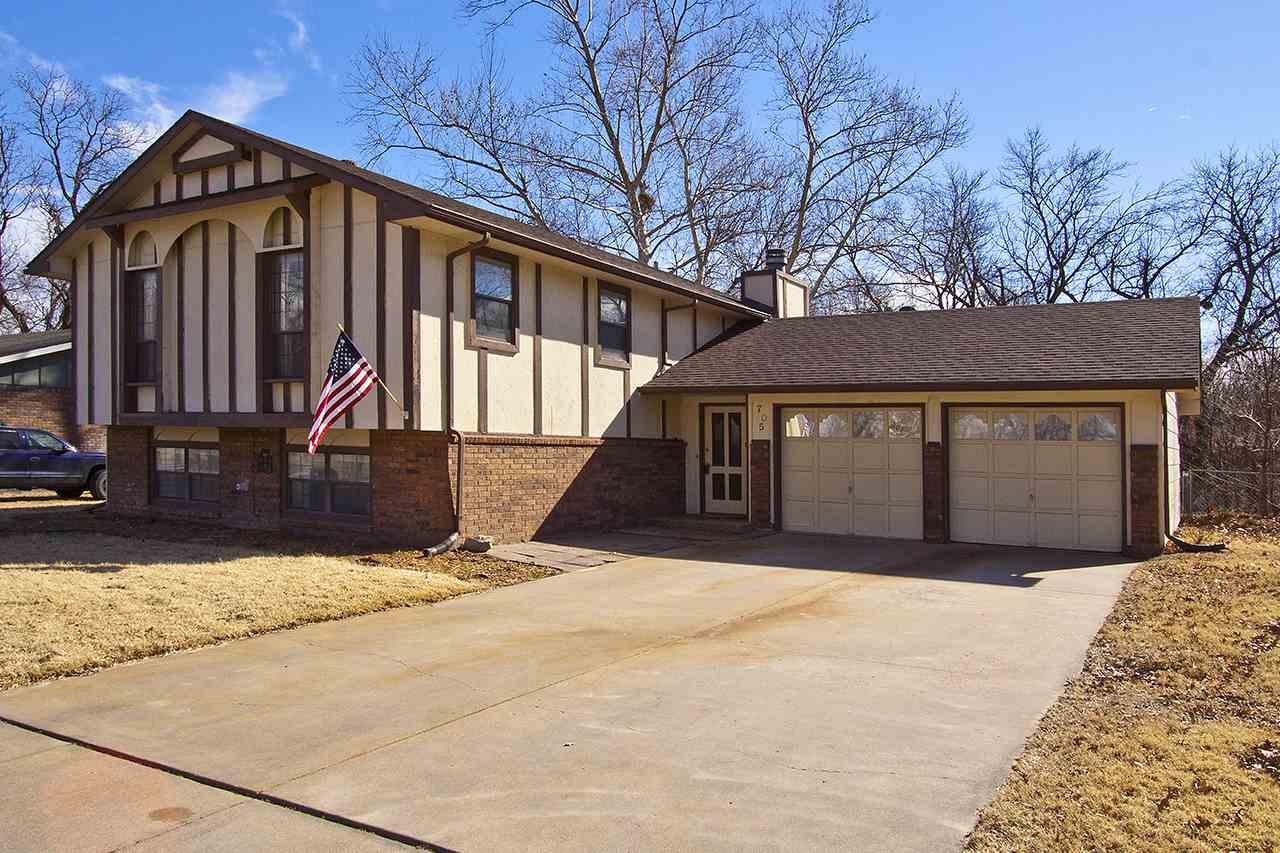 705 W Sarah Ln, Haysville, KS 67060