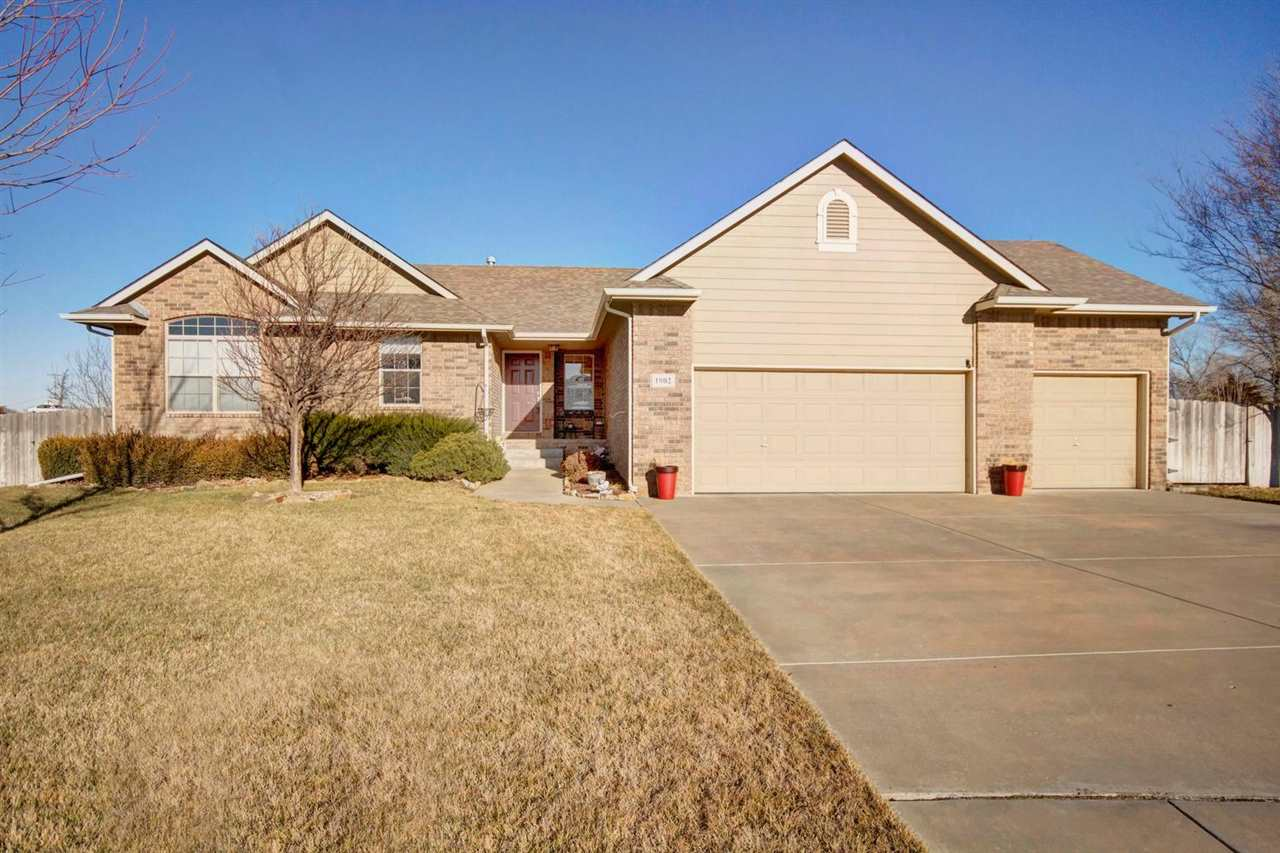1902 E Windsor Creek Ct, Valley Center, KS 67147