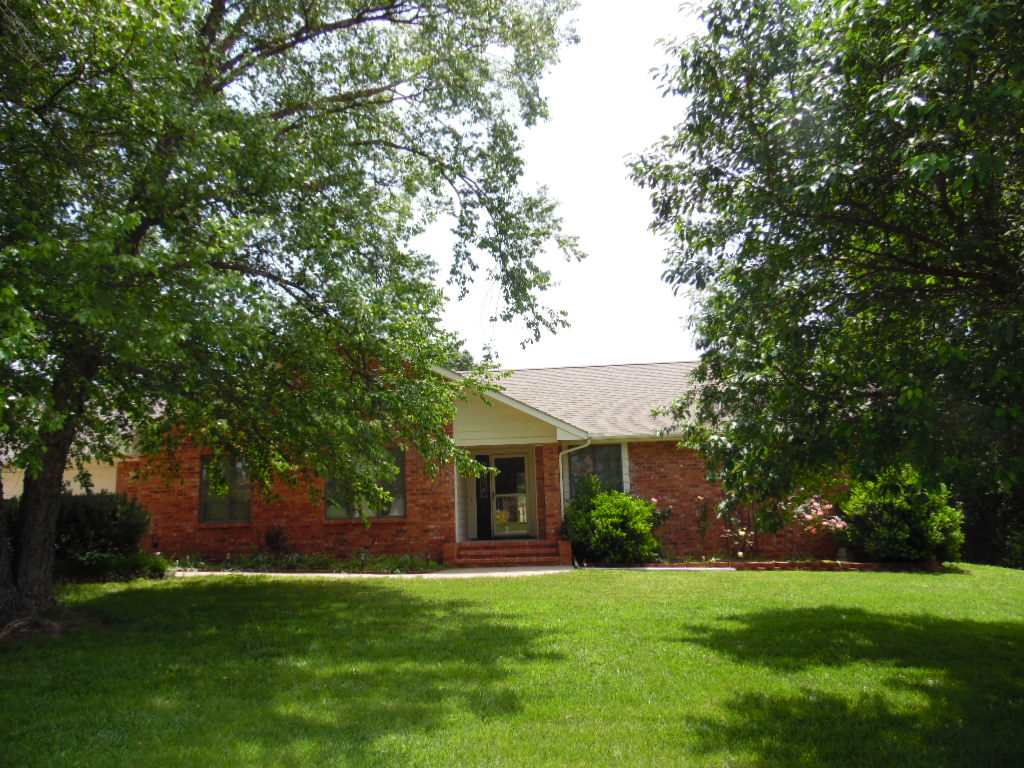 2119 Kickapoo Rd, Winfield, KS 67156