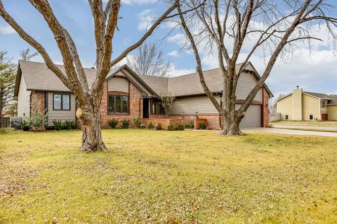 9819 W Westlawn St, Wichita, KS 67212
