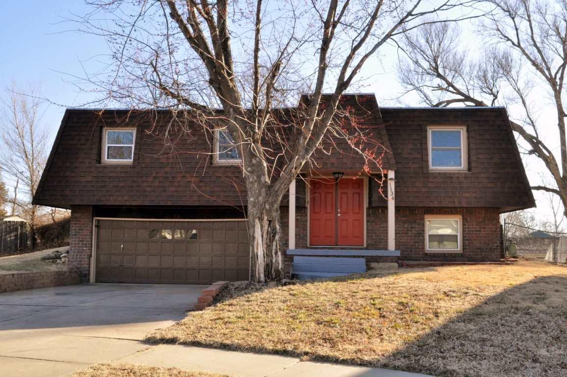 1134 N Summitlawn Ct, Wichita, KS 67212