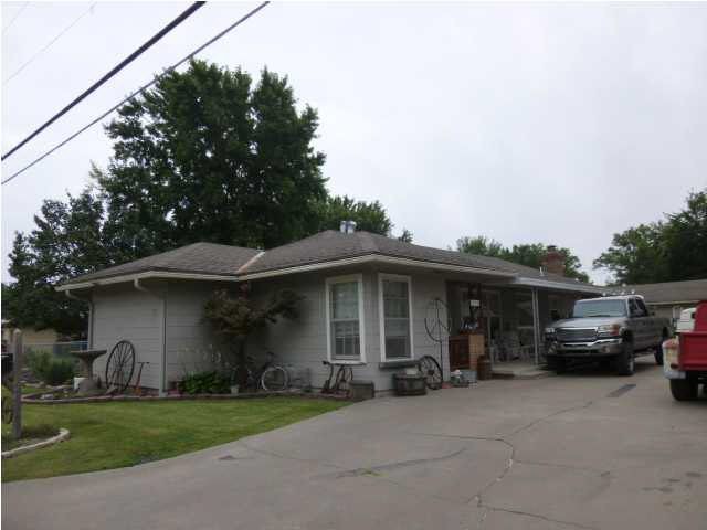 924 E 9th St, Wellington, KS 67152