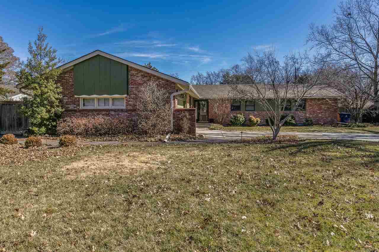 902 N Brookfield, Wichita, KS 67206