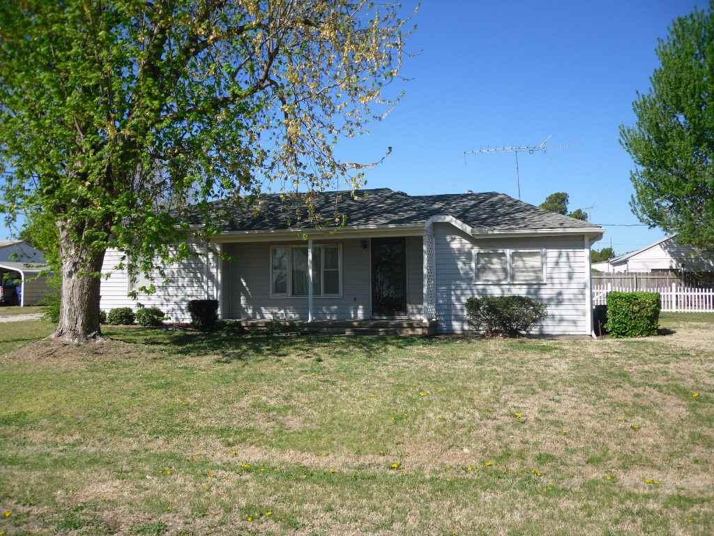 308 N Osborn St, Mayfield, KS 67103