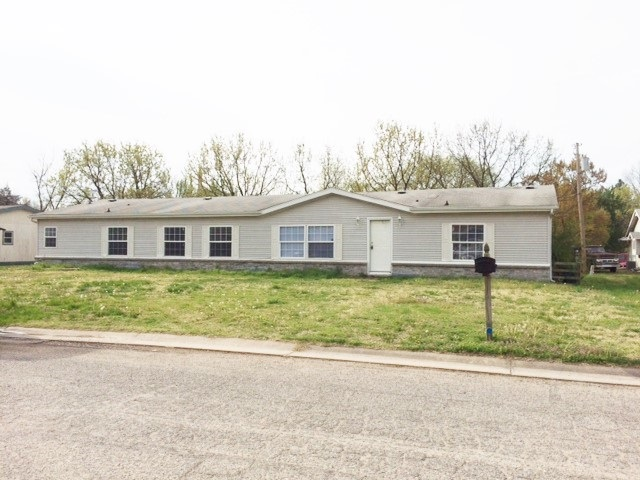 1202 E 10th St, Wellington, KS 67152