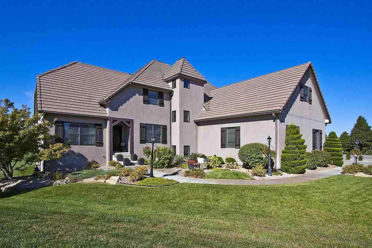 1713 N Rocky Creek Ct, Wichita, KS 67230