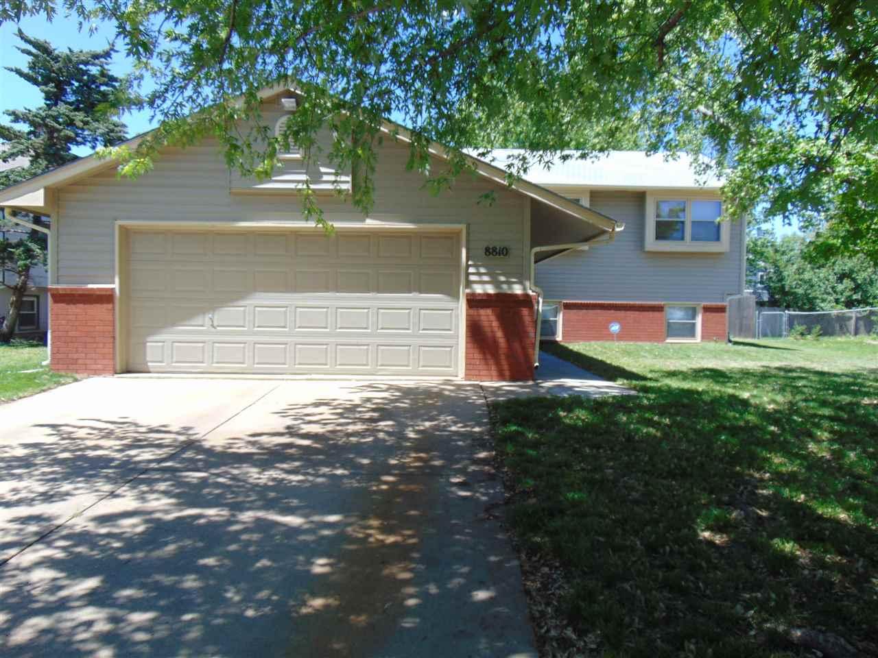 8810 E Hurst St, Wichita, KS 67210