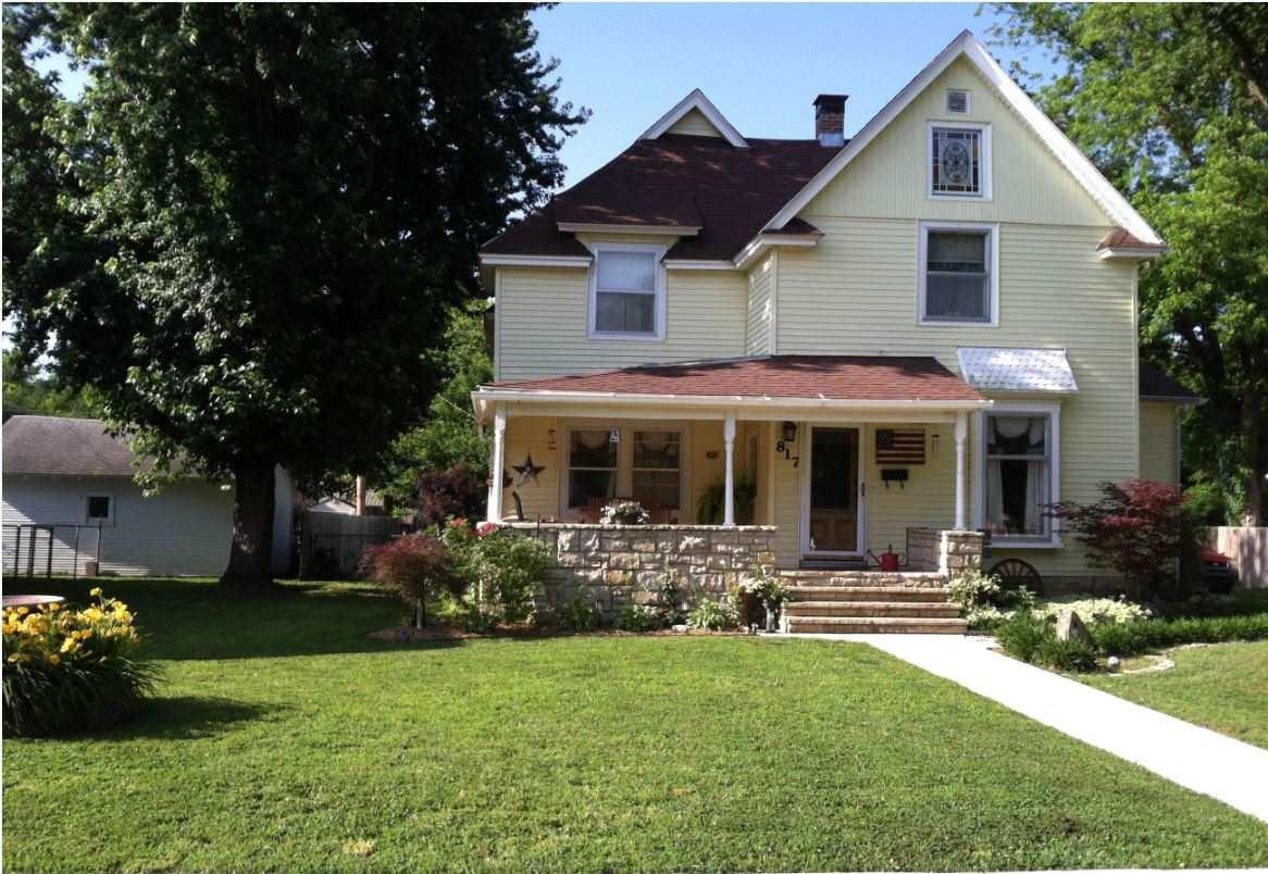 817 E 11th Ave, Winfield, KS 67156