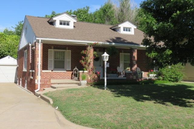 1447 N Woodrow Ct, Wichita, KS 67203