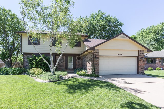 14019 E Lakeview Dr, Wichita, KS 67230