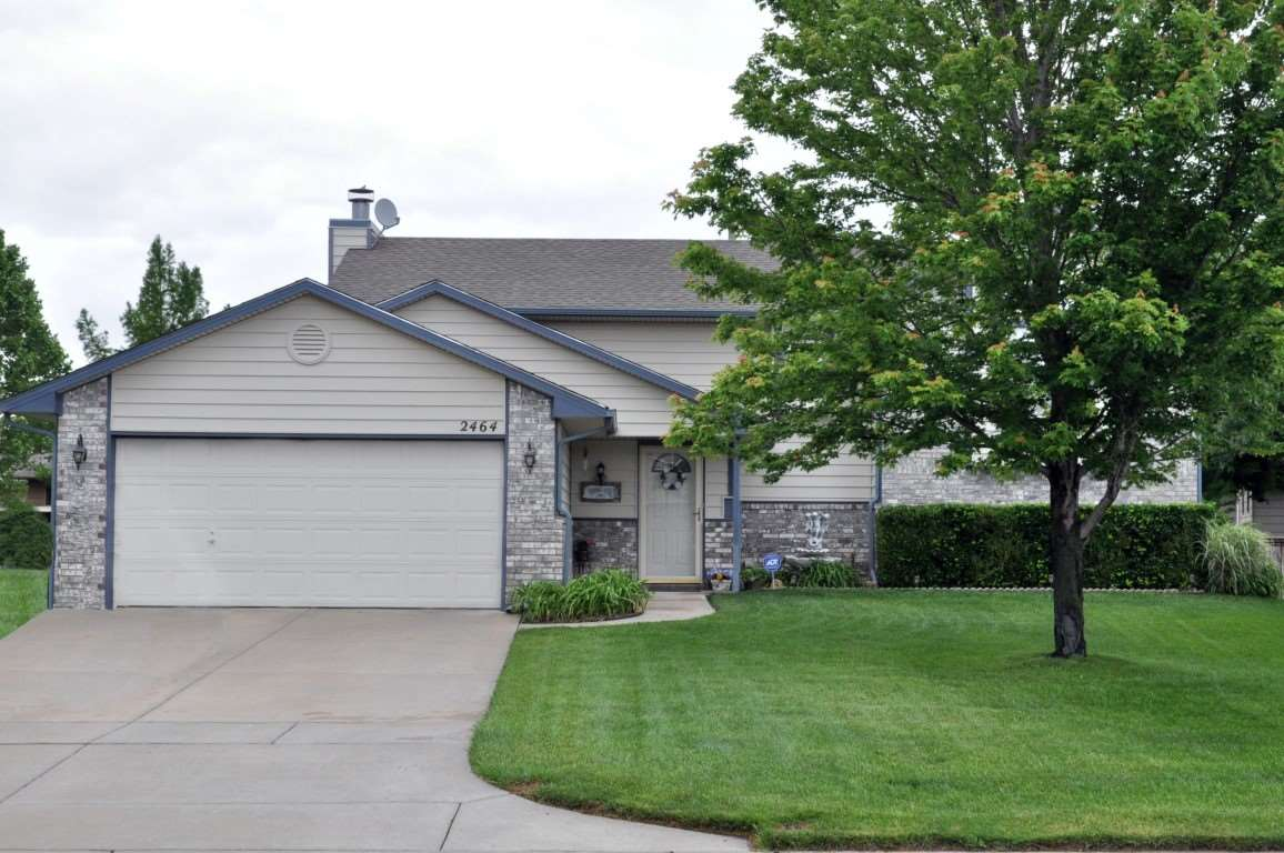 2464 N Parkridge Ct, Wichita, KS 67205
