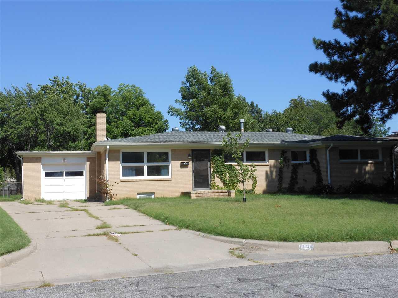1136 N Parkwood Ln, Wichita, KS 67208
