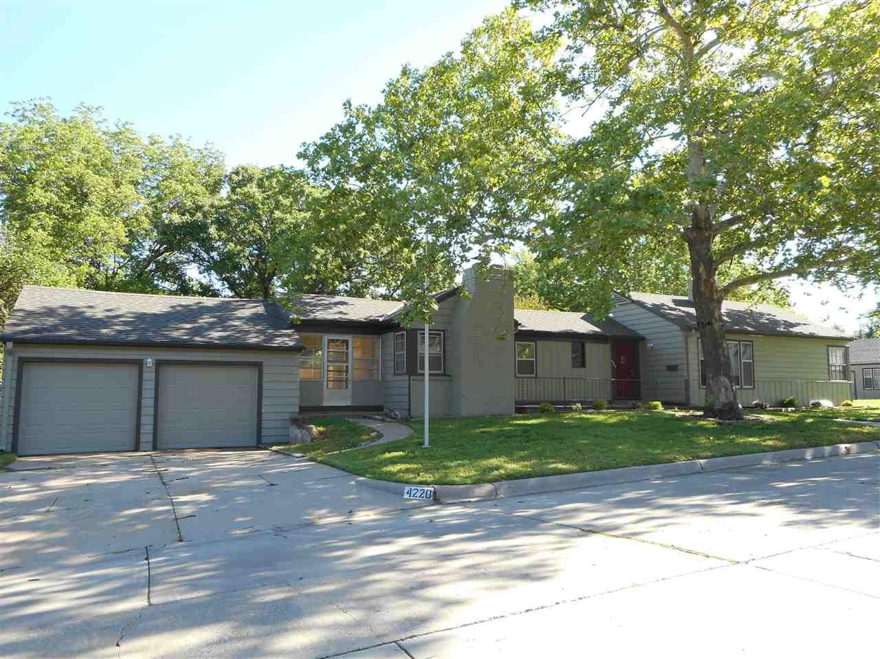 4220 E Murdock St, Wichita, KS 67208