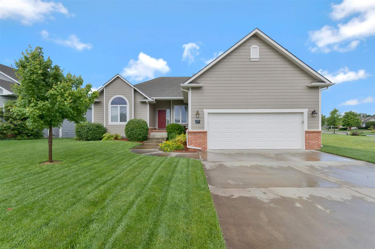 1021 W Willow Creek St, Valley Center, KS 67147