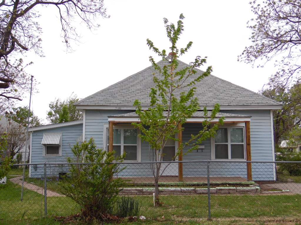 216 S Day St, Wellington, KS 67152