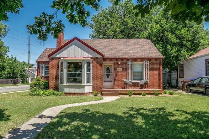 1660 N Hood Ave, Wichita, KS 67203