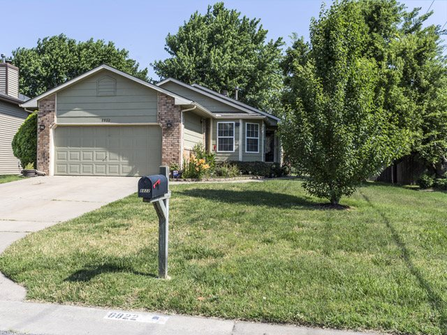8822 E Hurst St, Wichita, KS 67210