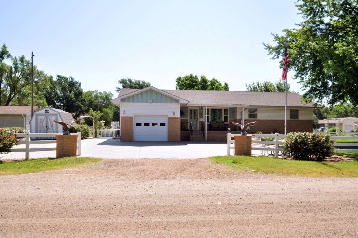 Goessel ks homes for sale coldwell banker plaza real estate for Home builders in kansas