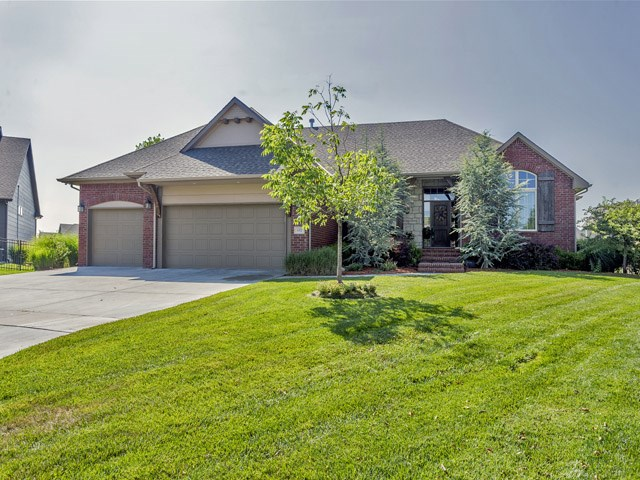 602 Lakecrest Circle, Andover, KS 67002