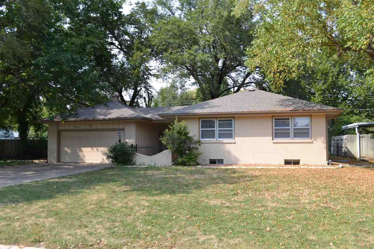 9528 W Shade Ln, Wichita, KS 67212