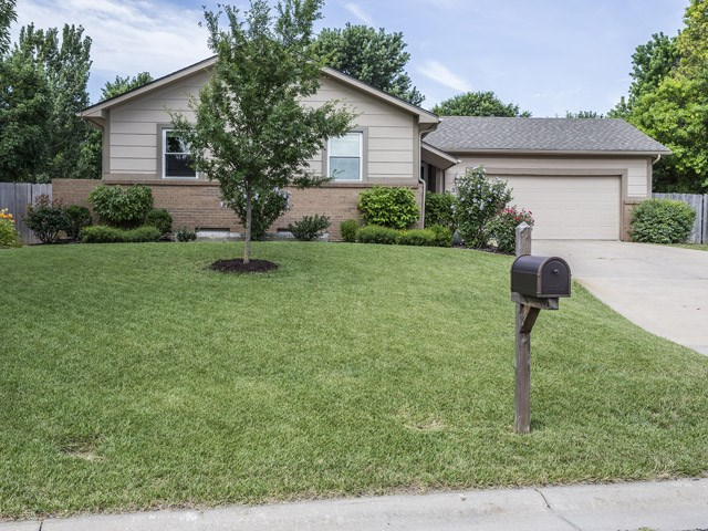 933 S Breckenridge Ct, Wichita, KS 67207