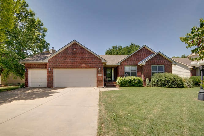 107 S Valley Stream DR, Derby, KS 67037