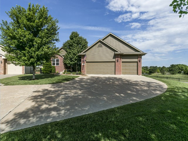 137 N Turnberry St, Wichita, KS 67230