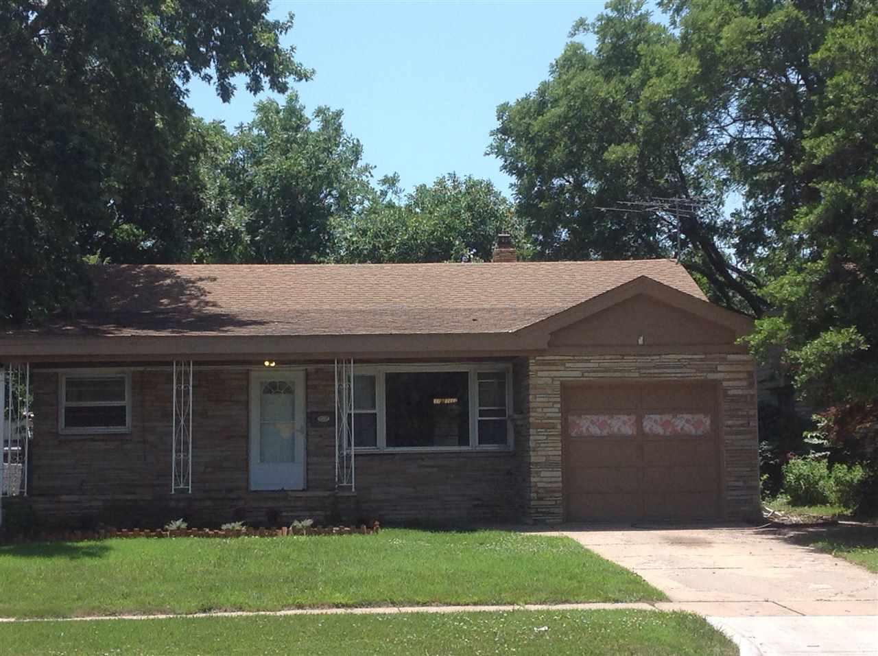 3027 E Kinkaid St, Wichita, KS 67211