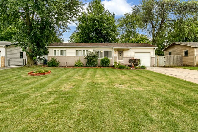 123 E Meadowlark Blvd, Derby, KS 67037