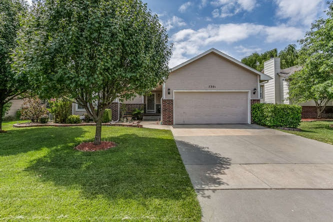7301 E Brookview Cir, Wichita, KS 67226