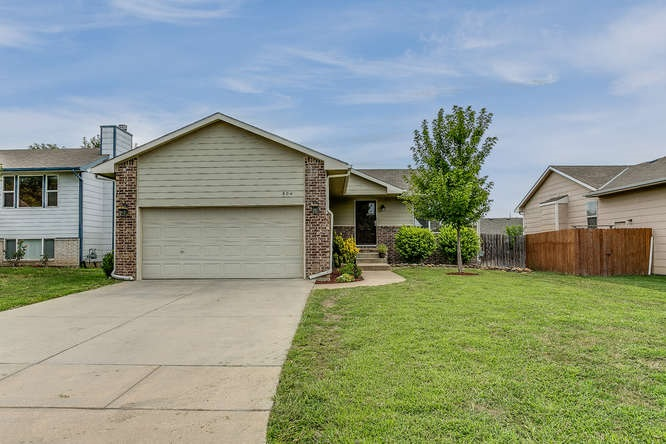 804 S Red Oaks Circle, Wichita, KS 67207