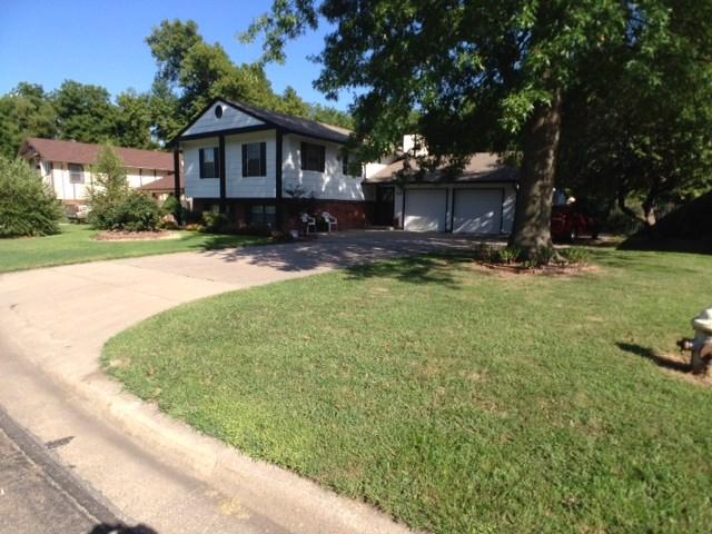 709 W Sarah Lane, Haysville, KS 67060