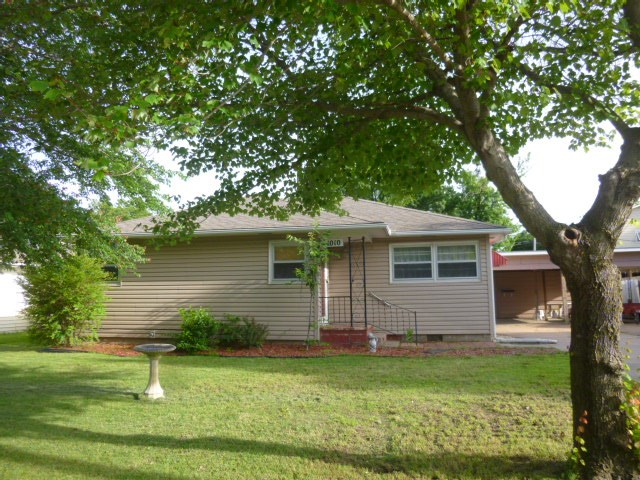 1010 E 9th St, Wellington, KS 67152