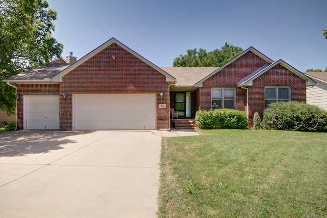107 S Valley Stream Ct, Derby, KS 67037