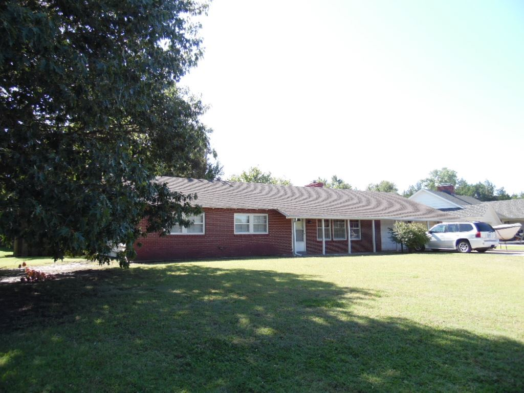529 N Morningside Dr, Wellington, KS 67152