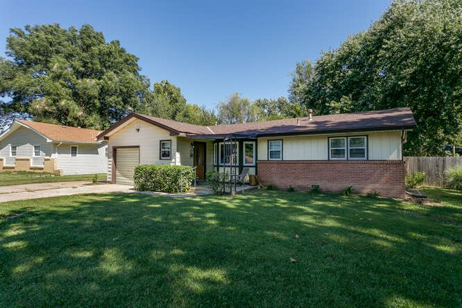 1324 N Westview Dr, Derby, KS 67037