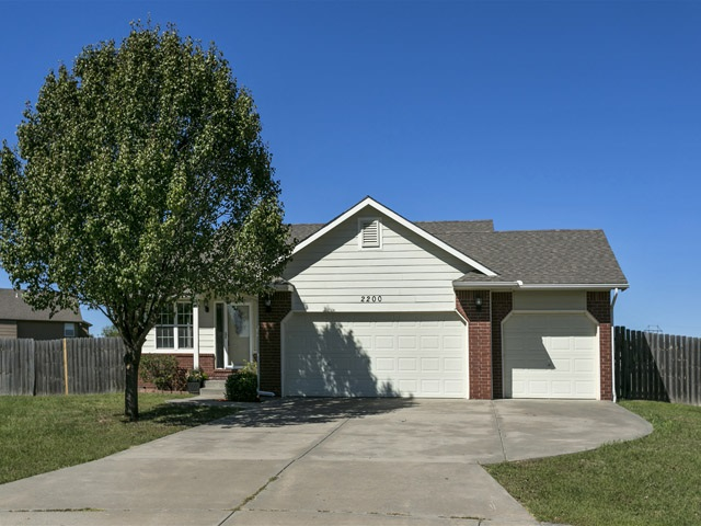 2200 E Curtis Ct, Derby, KS 67037