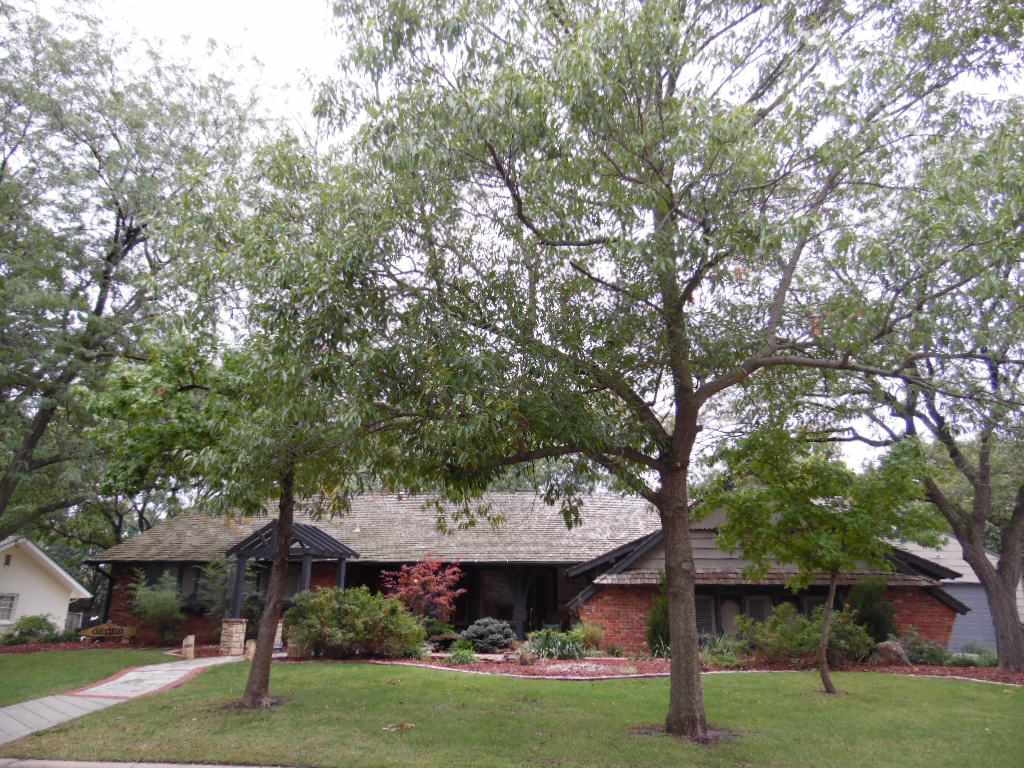 1207 N Willow Ln, Wichita, KS 67208