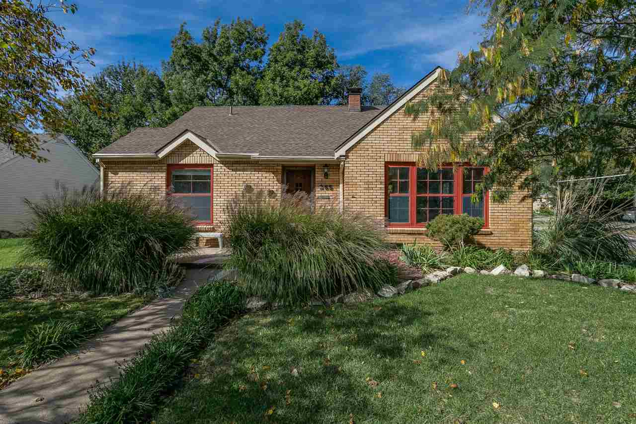 255 N PARKWOOD LN, Wichita, KS 67208