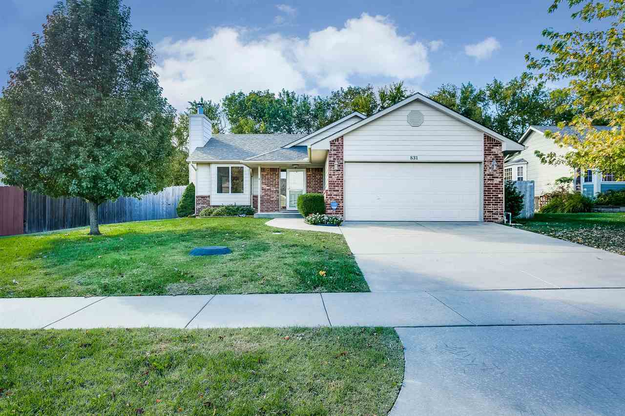 831 S Sunset Circle, Andover, KS 67002