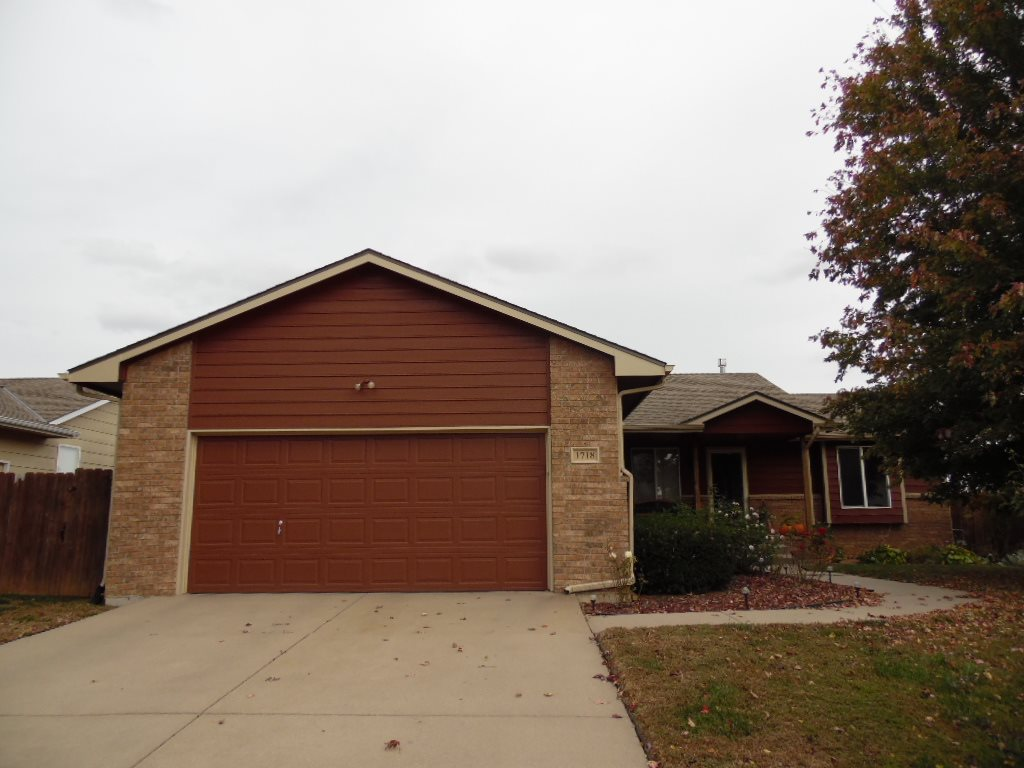 1718 N Prairie Run Cir, Mulvane, KS 67110