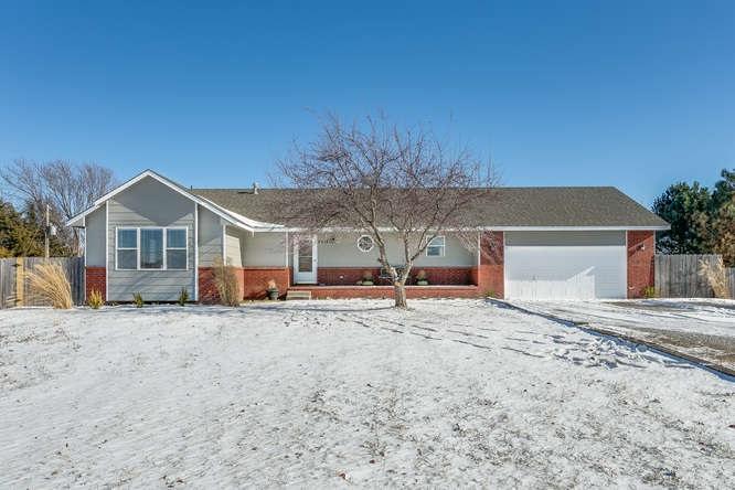 8814 N Ridge Rd., Valley Center, KS 67147