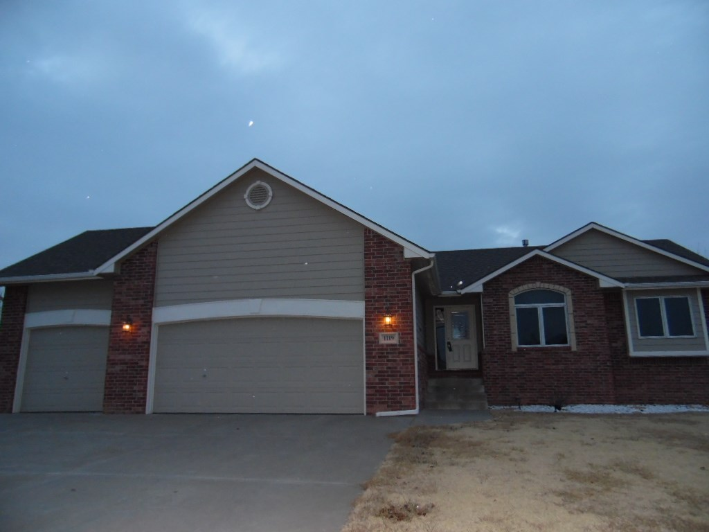 1119 Myles Dr, Wellington, KS 67152