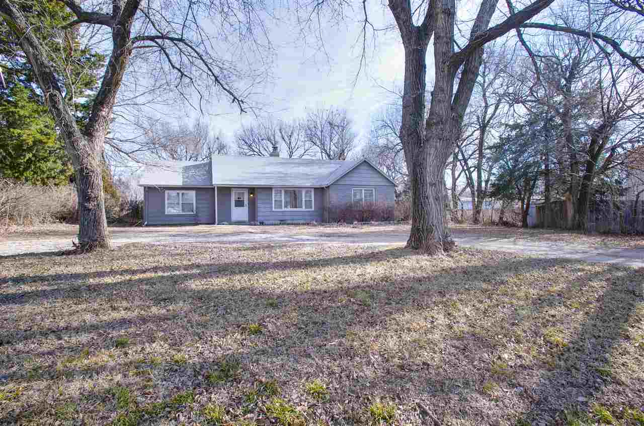 526 N Phillips St, Andover, KS 67002