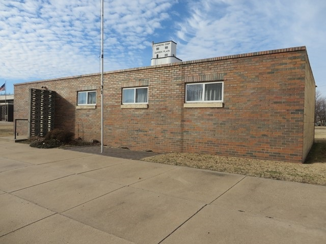 409 N Main St, Garden Plain, KS 67050