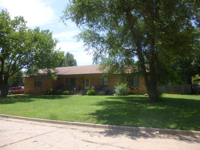 720 S H St, Wellington, KS 67152